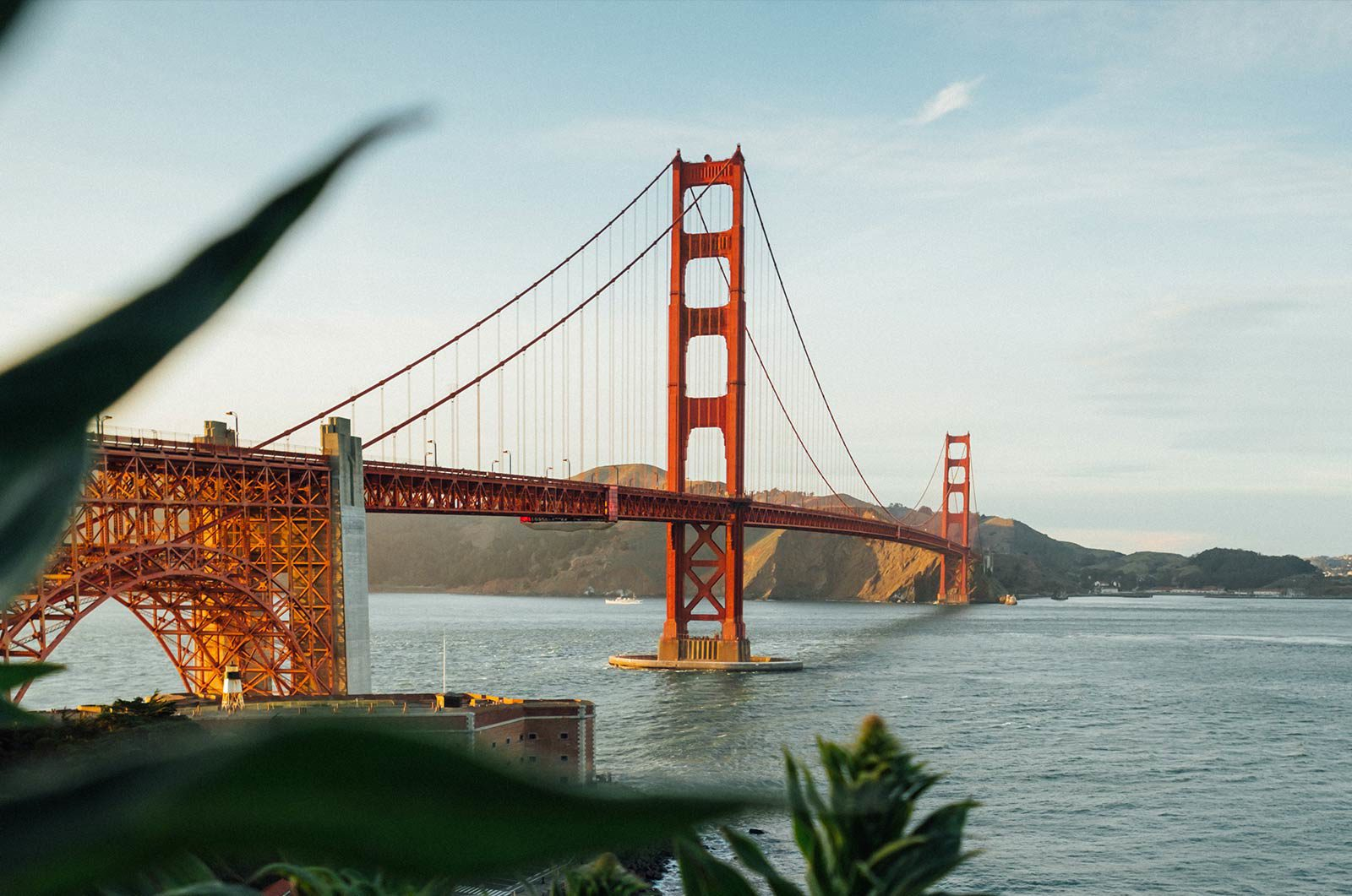 Side view of Golden Gate Bridge, San Francisco.