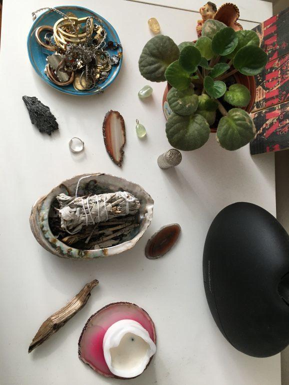 Reiki accessories on Hédi's dresser table
