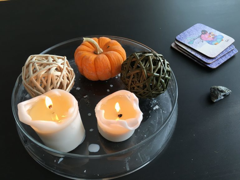 Hédi's bedside table is covered with candles